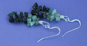 emerald_knitted_earrings_flat_scaled