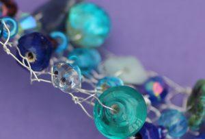blue_beaded_bracelet_flat2
