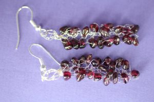 garnet_knitted_earrings_hook_flat_scaled